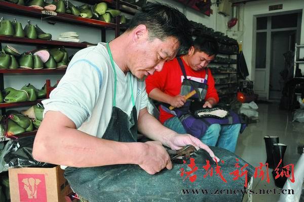 整个固特异鞋子的制作过程需要360多道工序