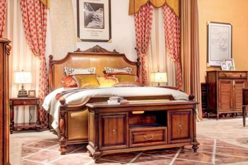 这款床的床头设计像国王的王冠,显示一个男人大气,领导,包容的风范.